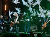 Брати Гадюкіни випустили довгоочікуваний альбом «Сміх і Гріх» Разом з бонус-треками до нової платівки увійшло 15 композицій, більша частина з яких була оприлюднена раніше у якості синглів.