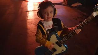 Хлопчик вийшов на концерт Foo Fighters і став сенсацією