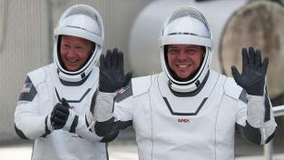 Космонавти SpaceX слухають AC / DC та Black Sabbath під час своєї історичної місії
