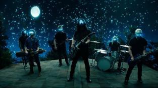 Foo Fighters випустили нове нове відео та космічний спосіб його перегляду. І ще — слухайте новий альбом команди, що був представлений 15 серпня. Пісня Foo Fighters  - 'The Sky Is A Neighborhood' вже в ефірі Радіо Такт !!!